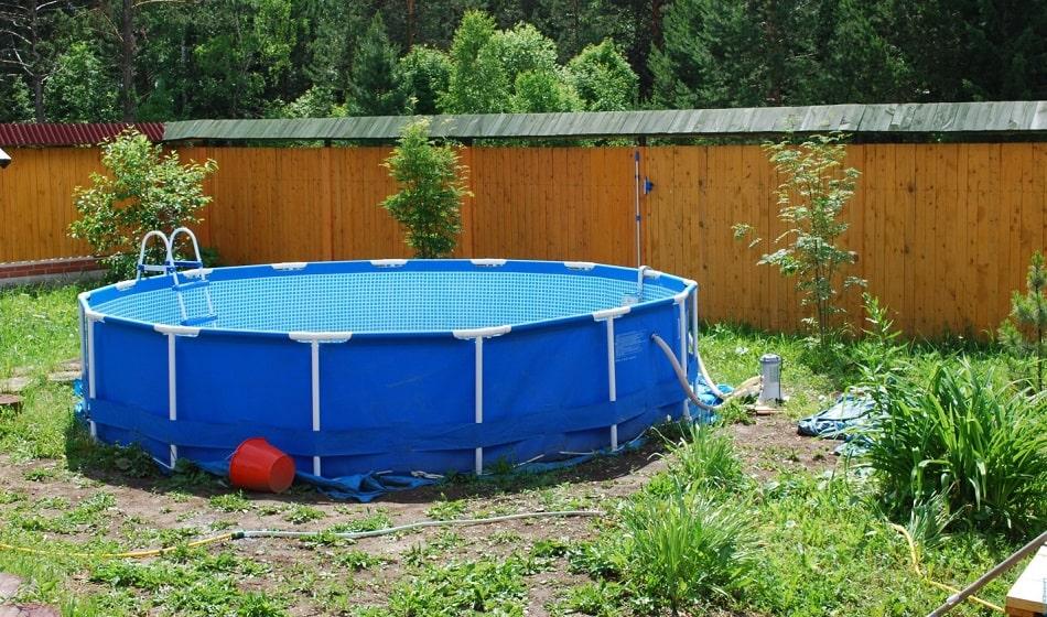 Как выбрать каркасный семейный бассейн для дачи?
